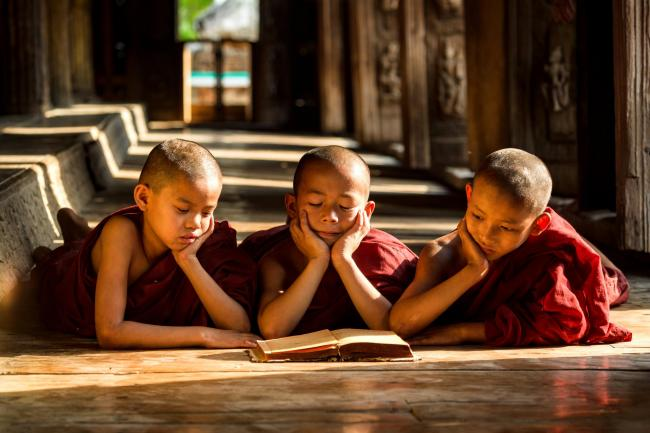 UNESCO Youth Eyes on the Silk Roads Photo Contest, People.  © Stipend.  Myanmar, Novice Monks
